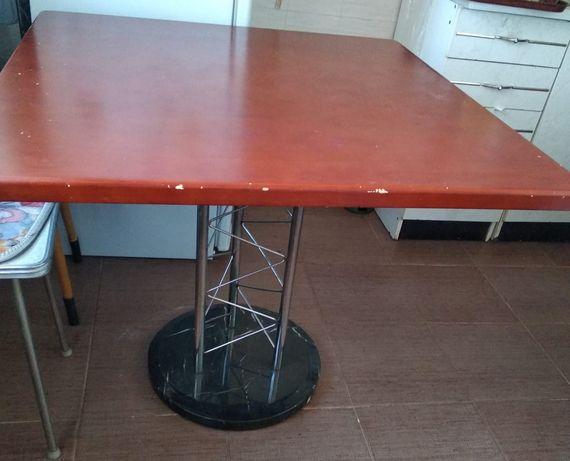 Стол кухонный,прочный