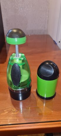 Продам чоппер механический  кухонный для нарезки овощей