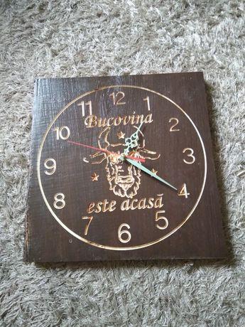 """Cadoul ideal din lemn masiv un ceas de perete """" Bucovina este acasă """""""