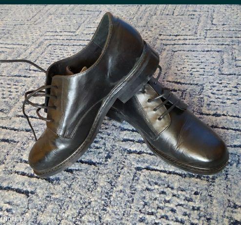 Продам кожаные туфли одеты пару раз 35 -36 размер за 3000 тенге