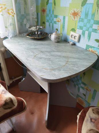 Стол кухонный и журнальный столик