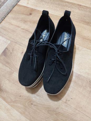 Продам кроссовки 36 размер. Материал нубук