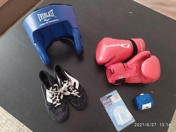 Продам шлем, перчатки, бинт, обувь для бокса