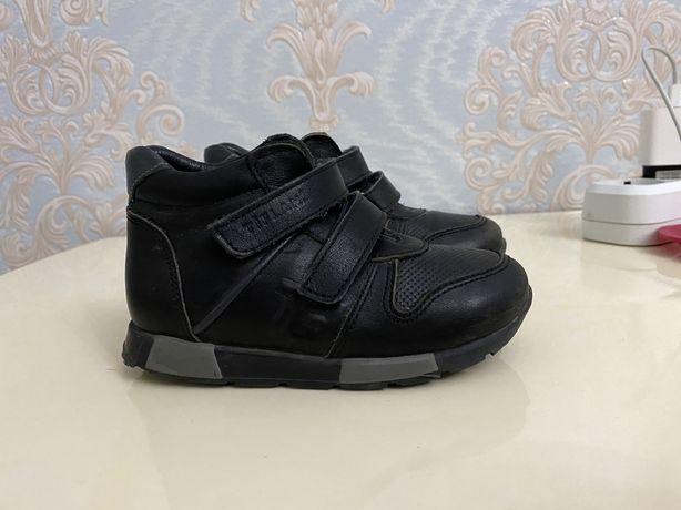 Продам детскую обувь Тифлани
