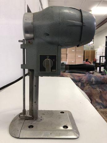 Професионална машина за рязане на плат.