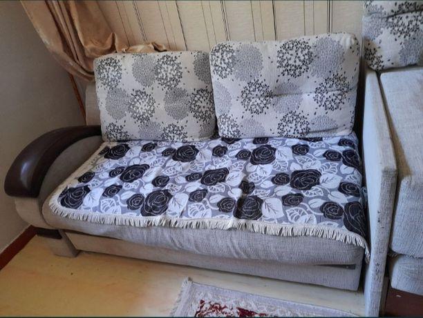 Срочно продам диван с креслом