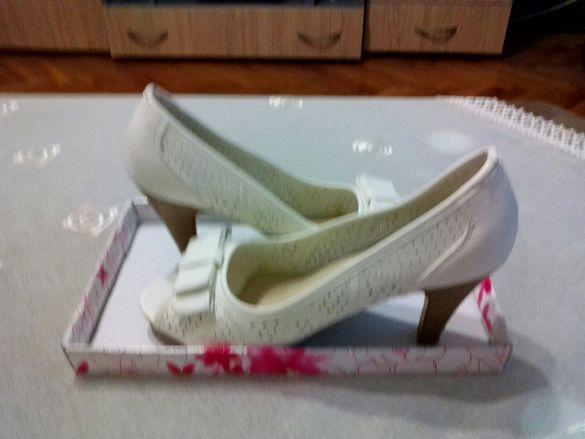 Дамски обувки.Чисто нови.