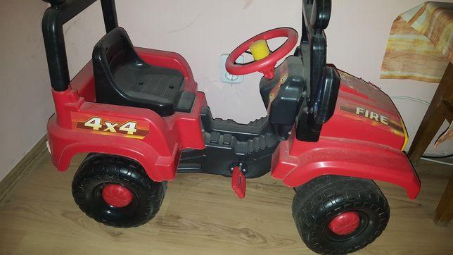 Mașina pentru copii cu pedale