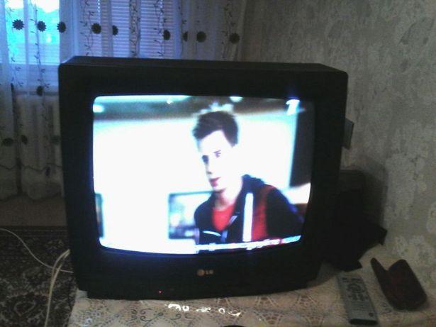 Продаю LG цветнои телевизор отлично показывает 15000