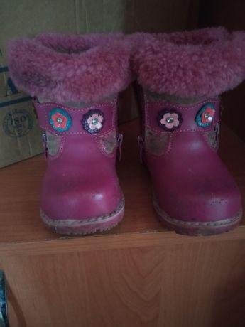 Отдам бесплатно обувь для девочек и на мальчика