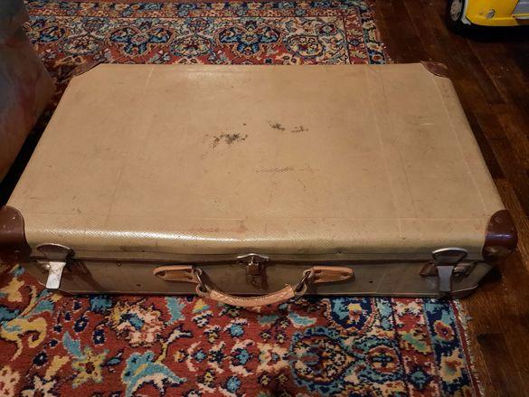 Стар пътнически куфар