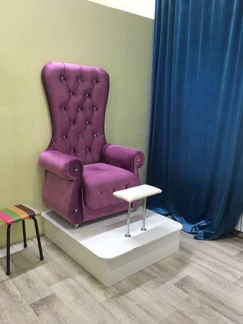 Подиум для педикюрного кресла.