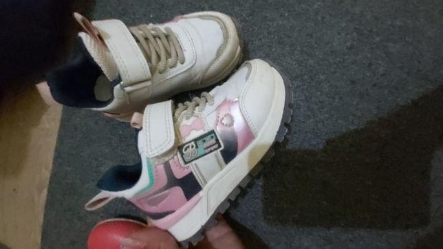Продам детские кроссовки для девочек