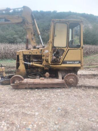 Dezmembrez buldozer CAT D4