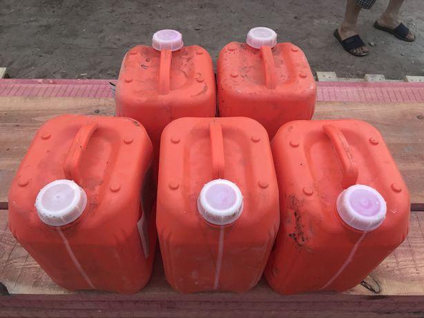 Продам пластиковые канистры 10 л
