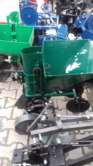 Masina de plantat cartofi cu fertilizator pentru motocultor