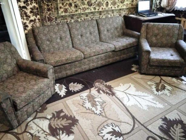 Срочно продам удобный диван и 2 кресла