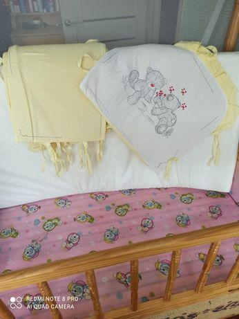 Матрац, кроватка и бортики
