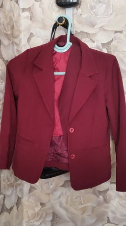 Школьный пиджак с жакетом для девочек цвета бордовый