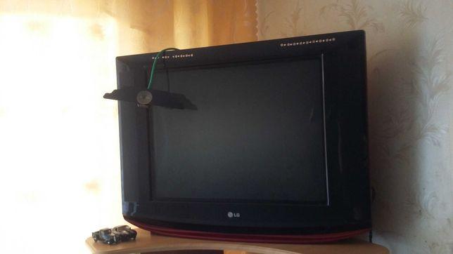 телевизор LG большой,дачный вариант