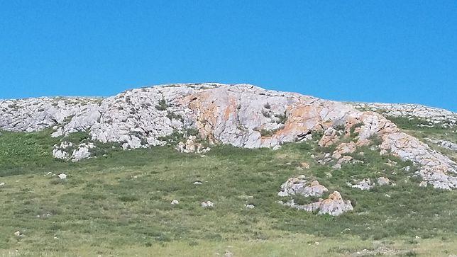 Месторождение пестрокрасного мрамора