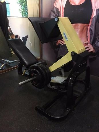 Фитнес уред ТechnoGym Pure Strength Leg Press