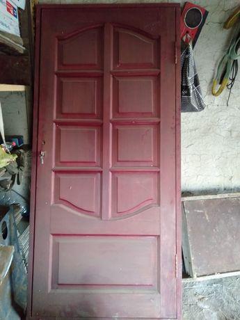 Деревня дверь с каропкам