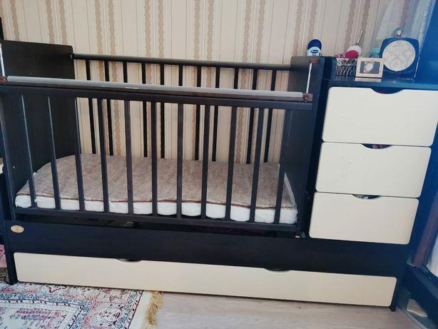 Детская кровать с бортиками и матрацем