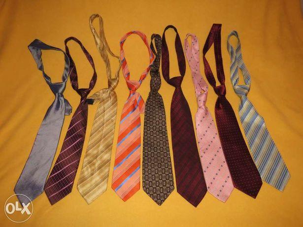 Cravate de calitate, diverse materiale si modele
