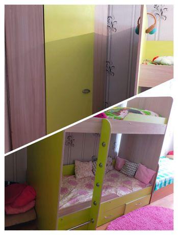 Продам двухярусную кровать с угловым шкафом