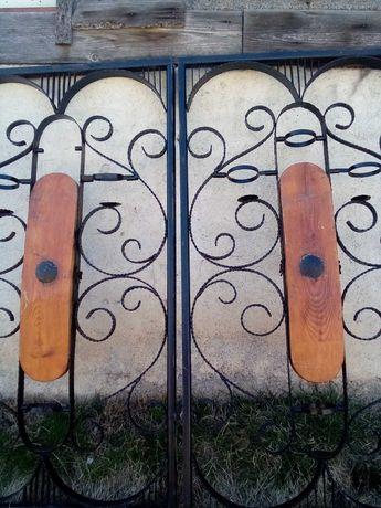 Градинска двукрилна врата от ръчно ковано желязо