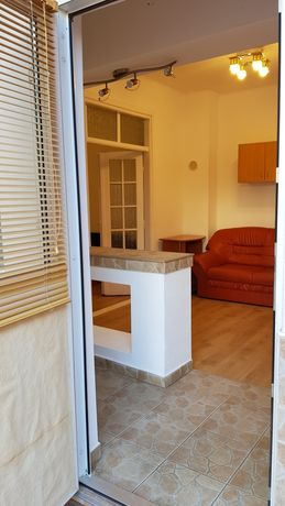 Închiriez apartament 2 camere la casă în zonă centrală