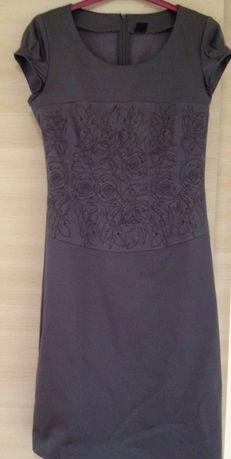 Новое платье, 42 размера, с вышивкой.