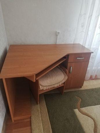 Продам компьютерный школьный стол