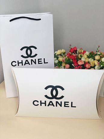 Подарок: Брендированные платки с пакетом