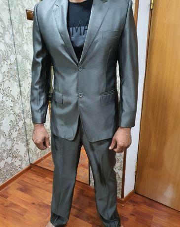 Продам мужской костюм 48-50 в отличном состоянии