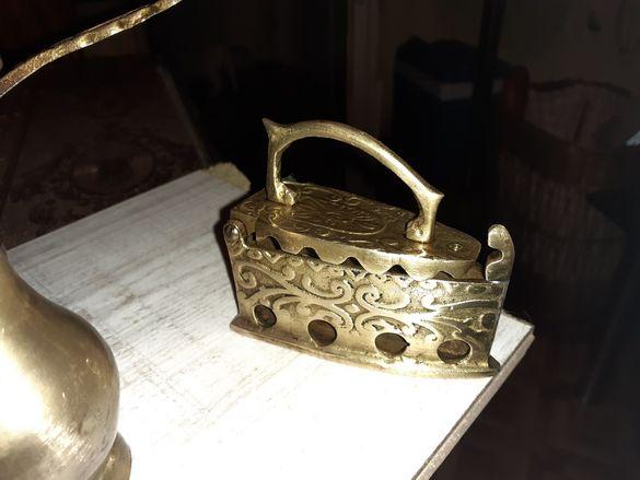 Старинна декорация от месинг и мед