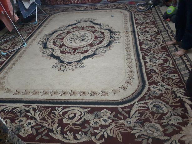Продается большой красивый ковер палас