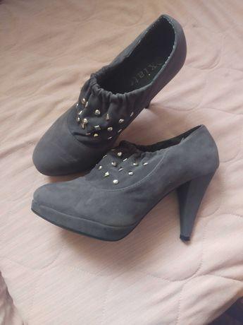 Обувки 38 номер запазени