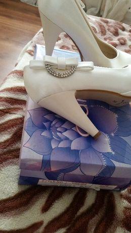 Vând pantofi mireasa