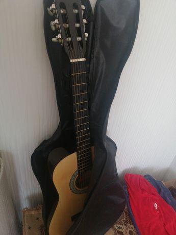Продаётся гитара +чехол