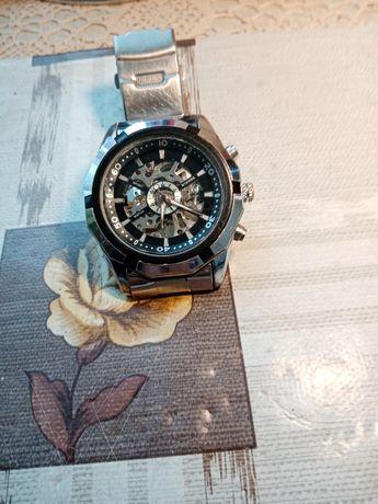 Vânzări ceasuri vechi și noi de bună calitate.