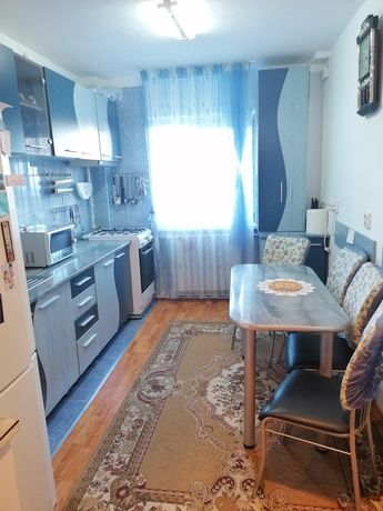 Vând apartament 3 camere Aurel Vlaicu