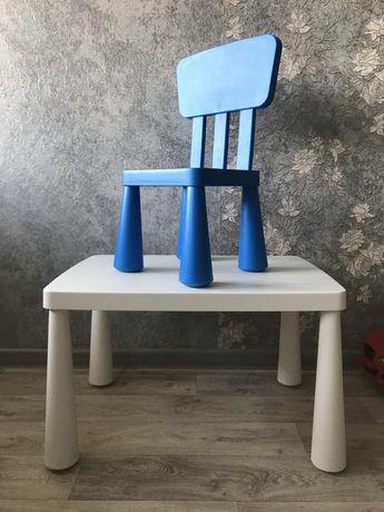 Продам детский стол и два стула