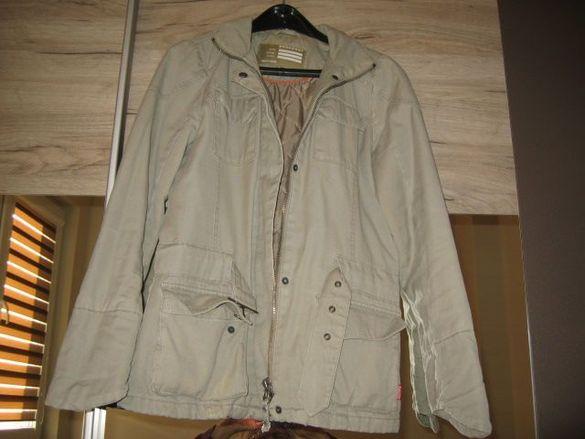 Продавам спортно яке