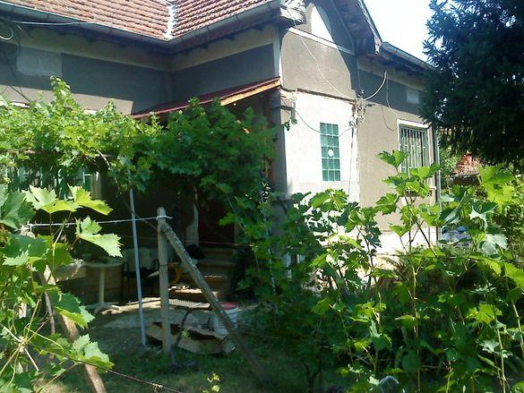 Продавам къща с двор в с. Търнак, Врачанска област