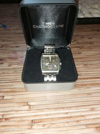 Продавам часовник Timex
