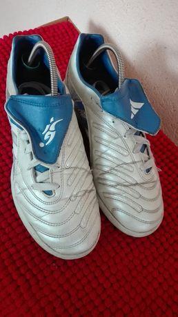 Adidas fotbal sală nr 38,5