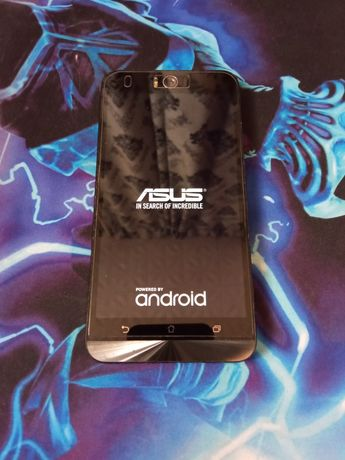 ASUS Zenfone Selfi.