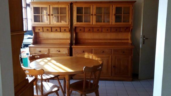 Комплект за трапезария (три шкафа, маса и шест стола)